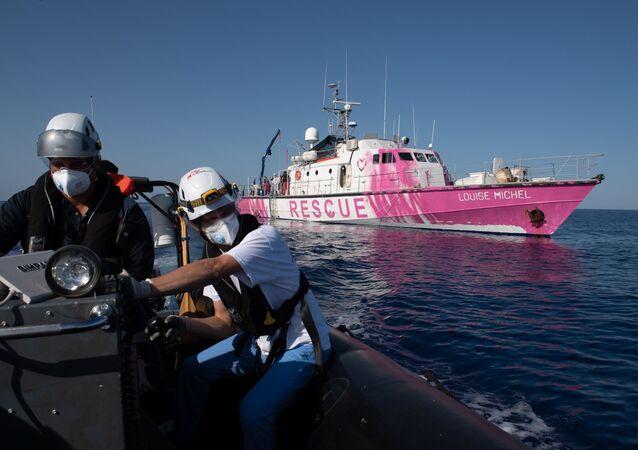 Un navire de Banksy en Méditerranée pour secourir les migrants