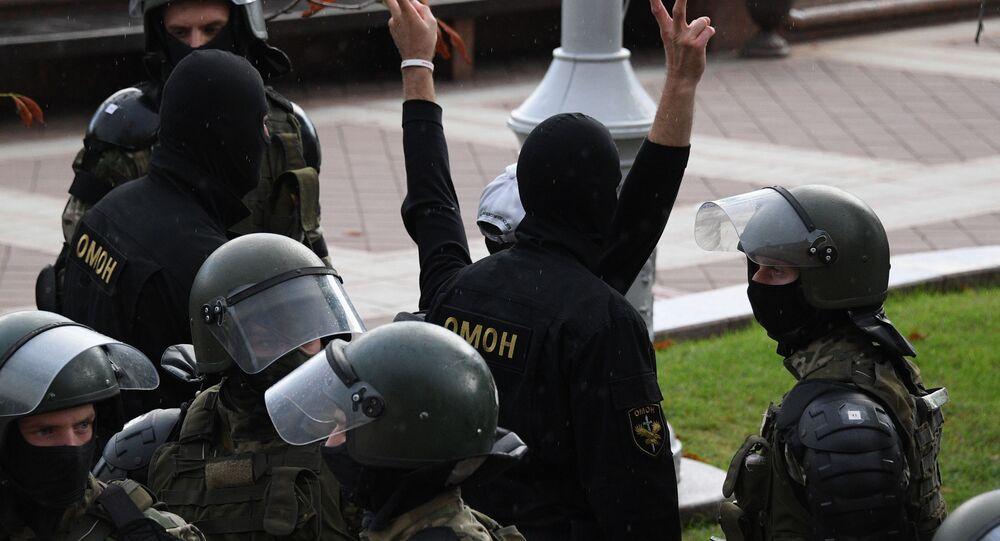 La police biélorusse arrête un manifestant à Minsk (archive photo)
