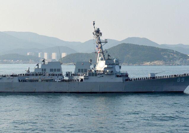Destroyer USS Mustin