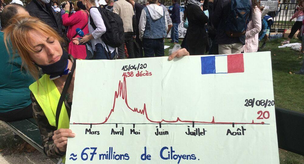 Anti-masques: rassemblement de militants sur la place de la Nation à Paris, 29 août 2020