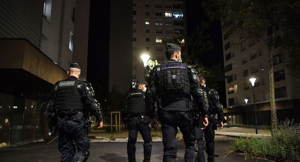 Des gendarmes dans la cité Mistral à Grenoble