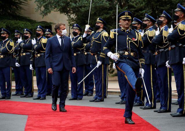 Emmanuel Macron accueilli par son homologue libanais au palais présidentiel de Beyrouth