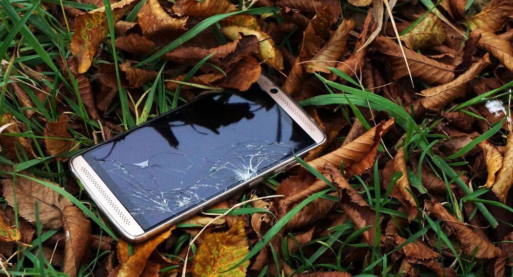 Téléphone dans l'herbe