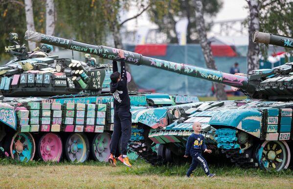 Les moments les plus marquants du biathlon de chars organisé dans le cadre du salon Armée 2020 - Sputnik France