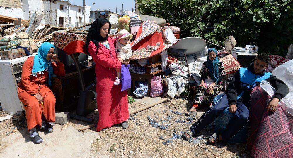 Une famille marocaine sans logement