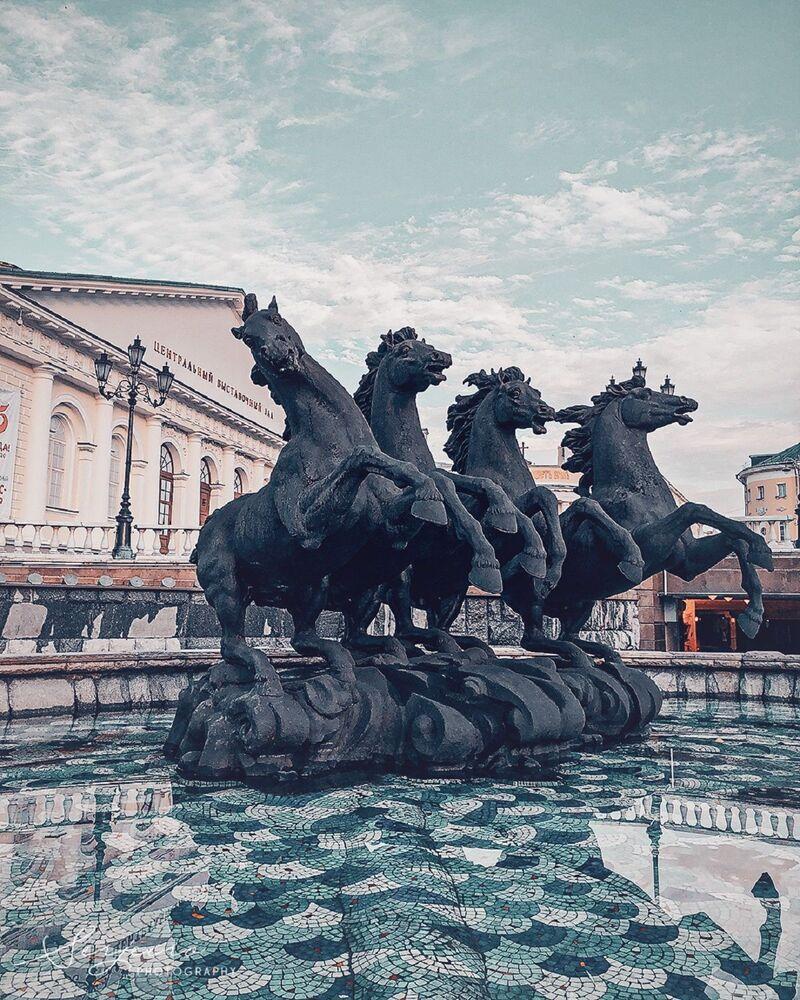 Statue de quatre chevaux près du Kremlin