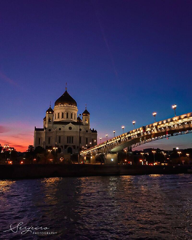 La cathédrale du Christ-Sauveur au crépuscule
