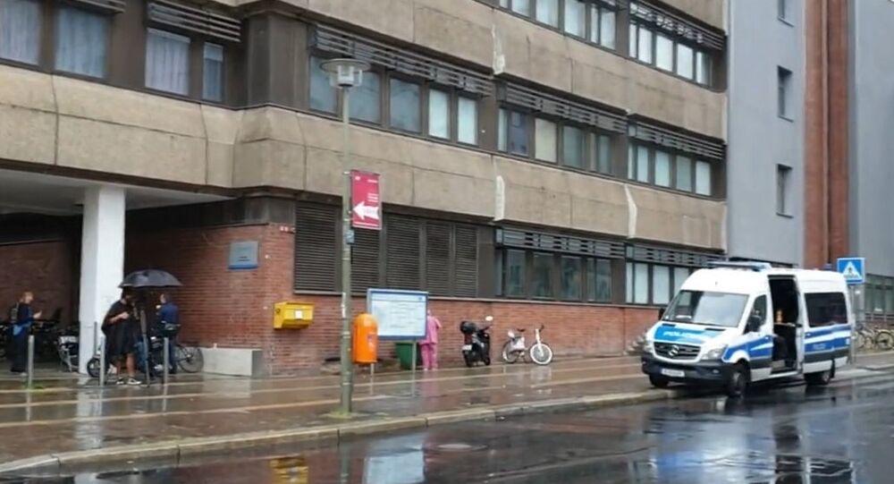 Une ambulance devant l'hôpital de la Charité de Berlin où se trouve Alexeï Navalny (archive photo)