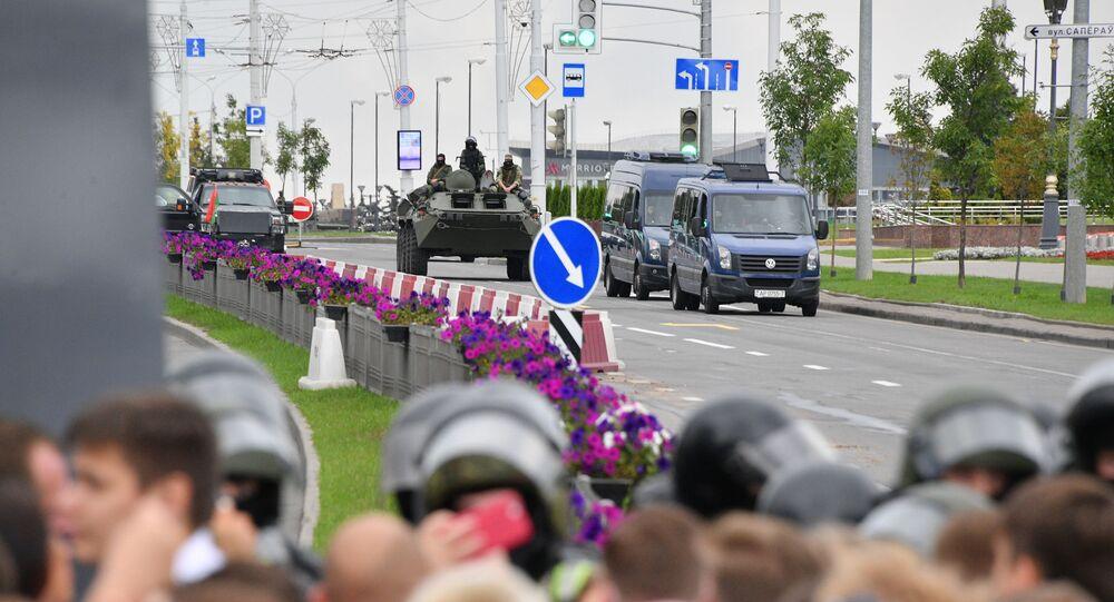 Un blindé au centre de Minsk lors d'une manifestation non autorisée (6 septembre 2020)
