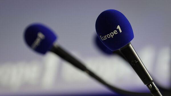 Micros avec le logo d'Europe 1 - Sputnik France