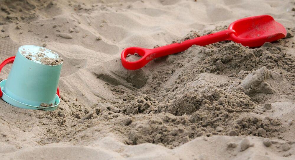 Bac à sable, jouets d'enfant (image d'illustration)