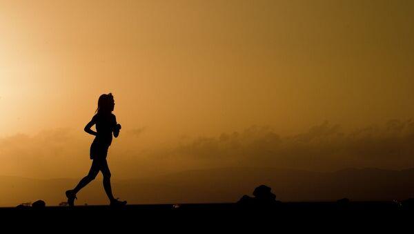 Une femme qui court - Sputnik France