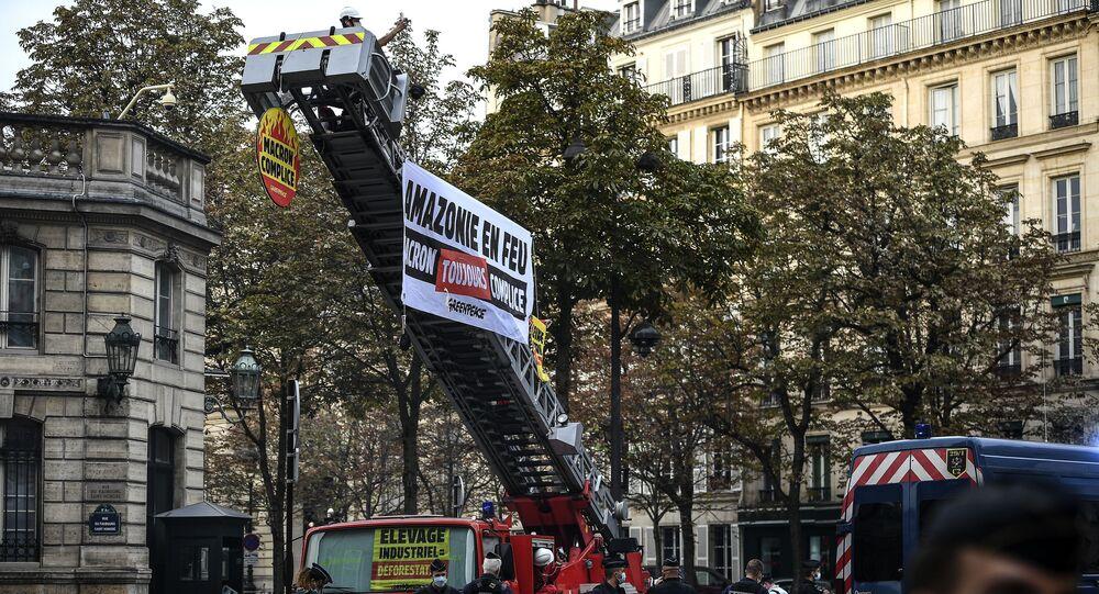 Action de Greepeace devant le palais de l'Elysée, le 10 septembre