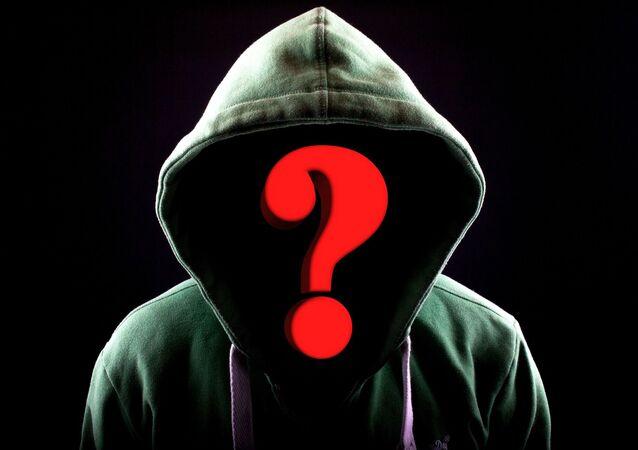 Une personne sous la capuche (image d'illustration)