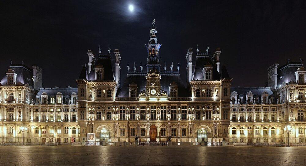 L'hôtel de ville de Paris de nuit