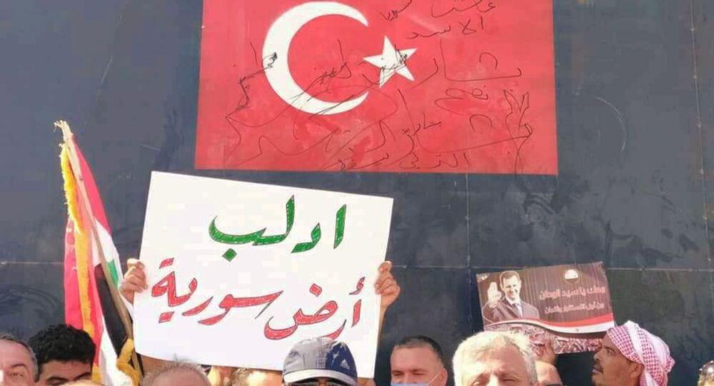 Plusieurs groupes de personnes ont été remarqués à Idlib près de différents postes de surveillance turcs, 16 septembre 2020