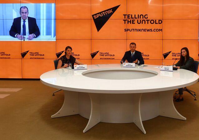Sergueï Lavrov, chef de la diplomatie russe en interview avec les journalistes de Sputnik