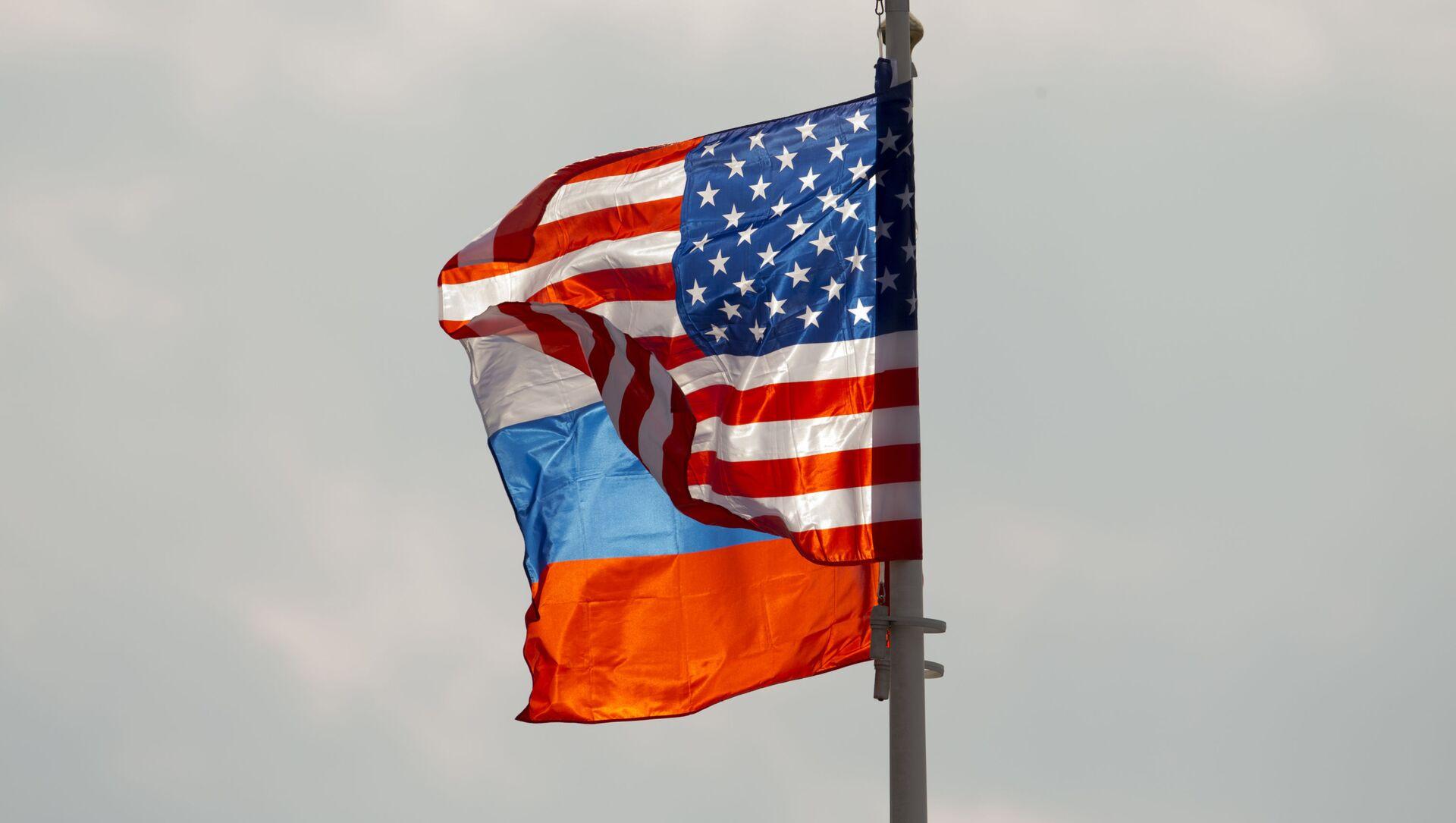 Les drapeaux russe et américain - Sputnik France, 1920, 28.07.2021