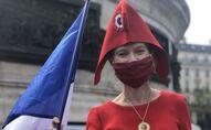 Une manifestante, place de la République à Paris