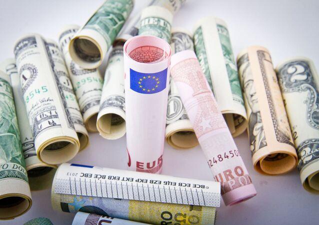 Euros, dollars
