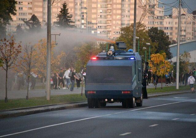 Canon à eau à Minsk, le 23 septembre