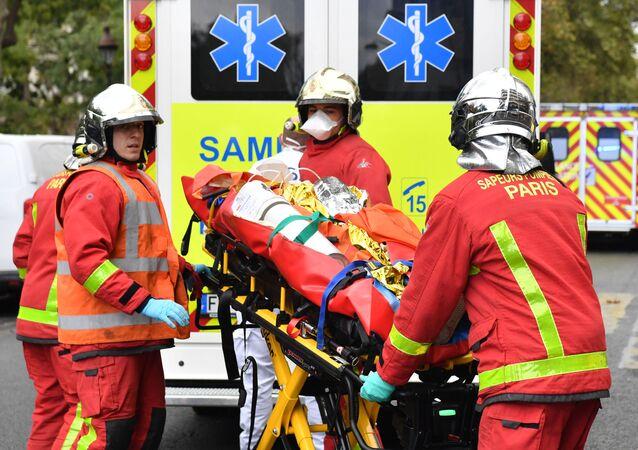 Prise en charge des personnes blessées dans l'attaque à l'arme blanche survenue à Paris ce 25 septembre