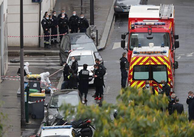 Sur les lieux de l'attaque près des anciens locaux de Charlie Hebdo