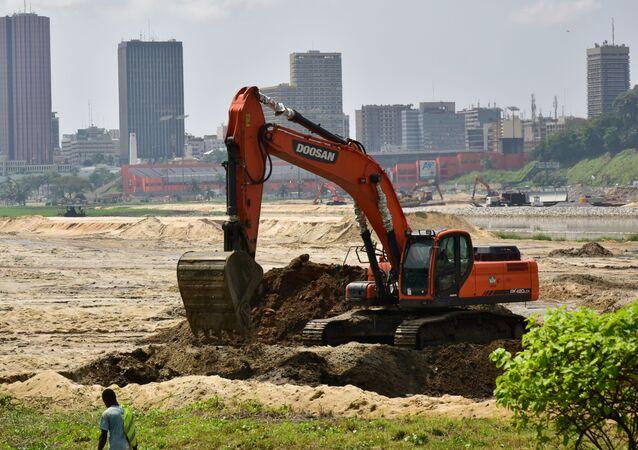 Des travaux dans la baie de Cocody, Abidjan (Côte d'Ivoire)