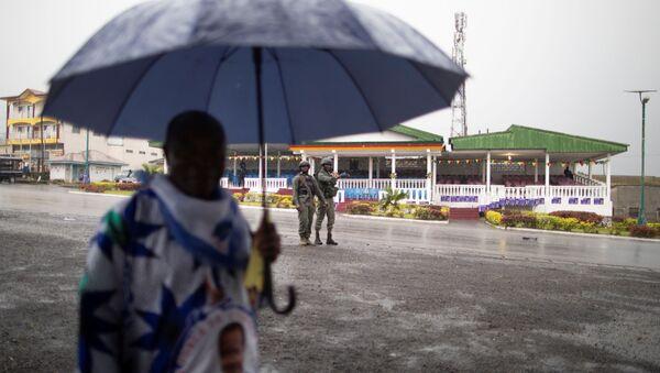 Un homme sous la pluie au Cameroun - Sputnik France