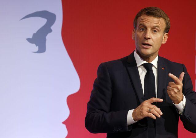 Emmanuel Macron aux Mureaux