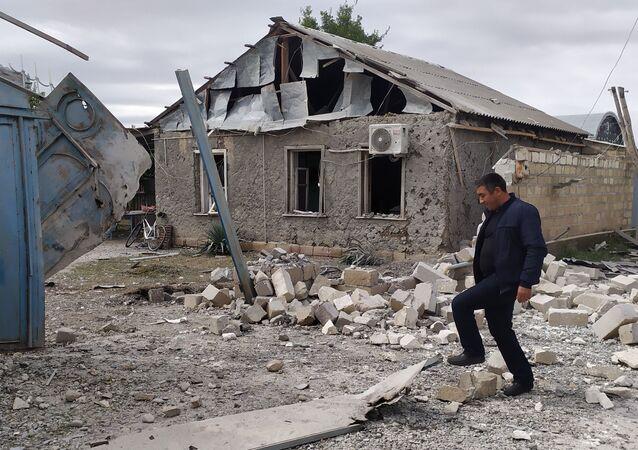 Une maison détruite dans le Haut-Karabakh
