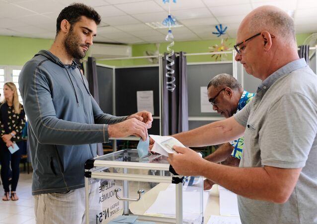 le référendum d'autodétermination dans la Nouvelle-Calédonie