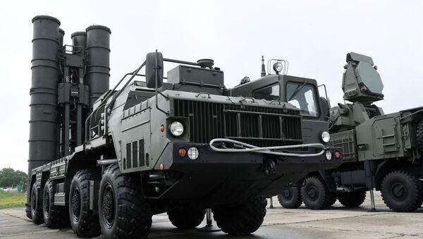 Un système de défense antiaérienne S-400 - Sputnik France