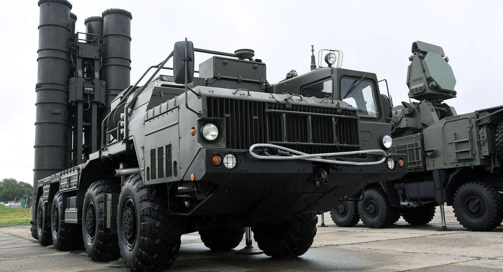 Un système de défense antiaérienne S-400