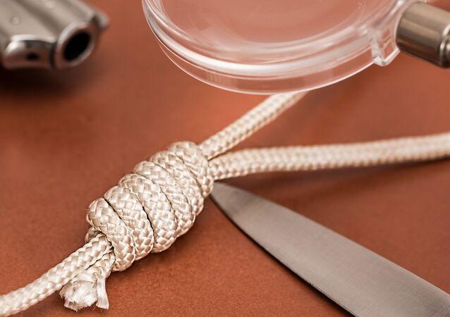 Une ficelle et un couteau