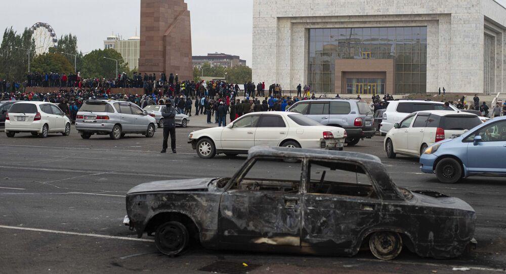 Le président exclut de démissionner mais le flou persiste — Kirghizstan