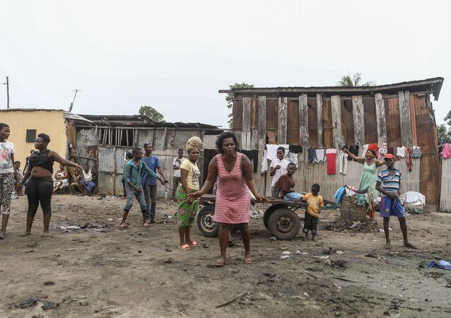 Des habitants du quartier de Souza Nétimé, à Lomé, Togo