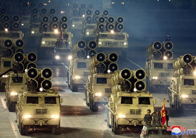 Un défilé militaire qui marquait le 75e anniversaire de la fondation du Parti du travail en Corée du Nord