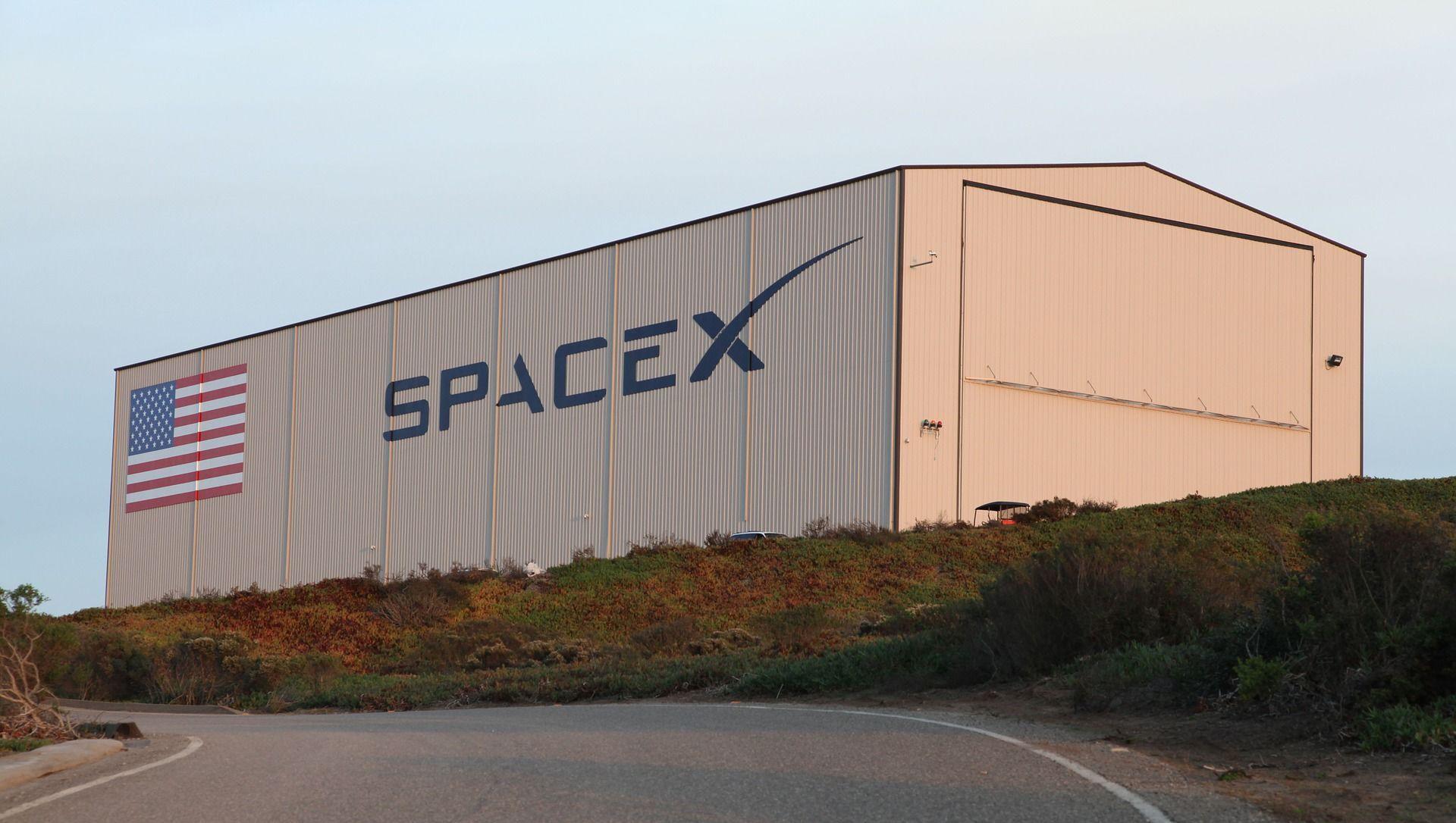 Un hangar de SpaceX - Sputnik France, 1920, 24.07.2021