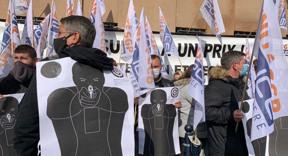 Rassemblement de policiers devant le commissariat de Champigny-sur-Marne, 12 octobre 2020