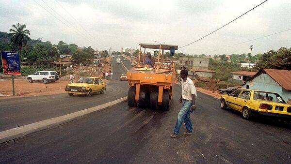Des travaux de route, au quartier Olezoa à Yaoundé. - Sputnik France