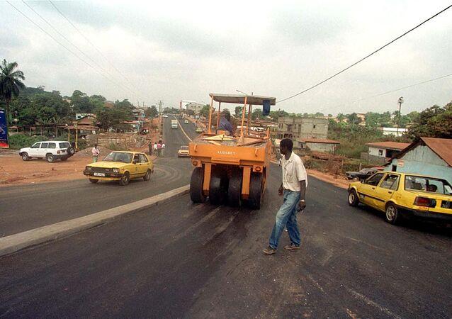 Des travaux de route, au quartier Olezoa à Yaoundé.