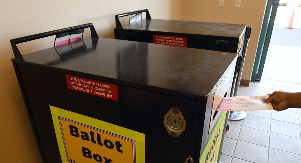 Des boîtes officielle de dépôt de vote
