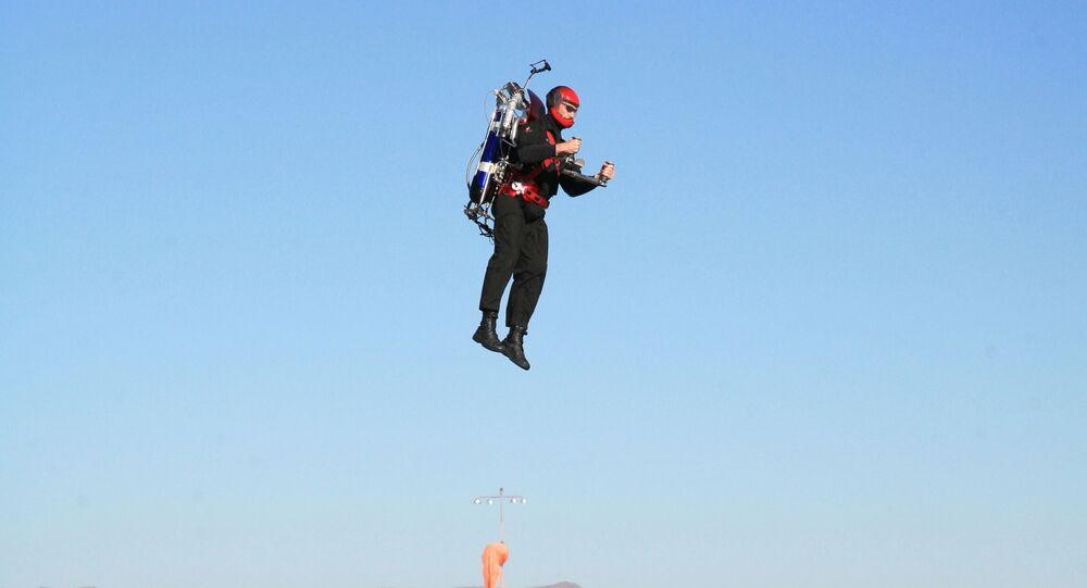 Un homme volant en jetpack (image d'illustration)