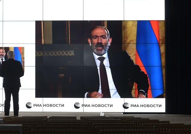 Interview de Dmitri Kisselev, directeur de l'agence Rossiya Segodnya, avec le Premier ministre arménien Nikol Pachinian