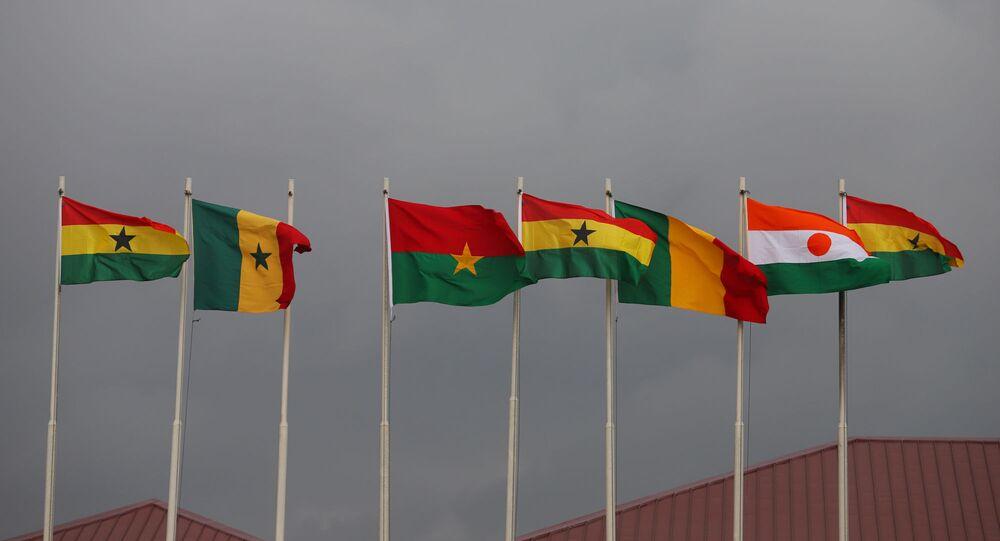 Les drapeaux des pays-membres de la CEDEAO