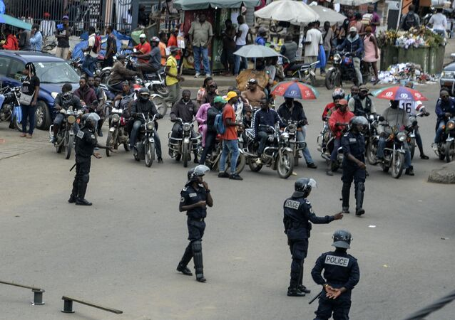 Une intervention des forces de police à Douala, Cameroun