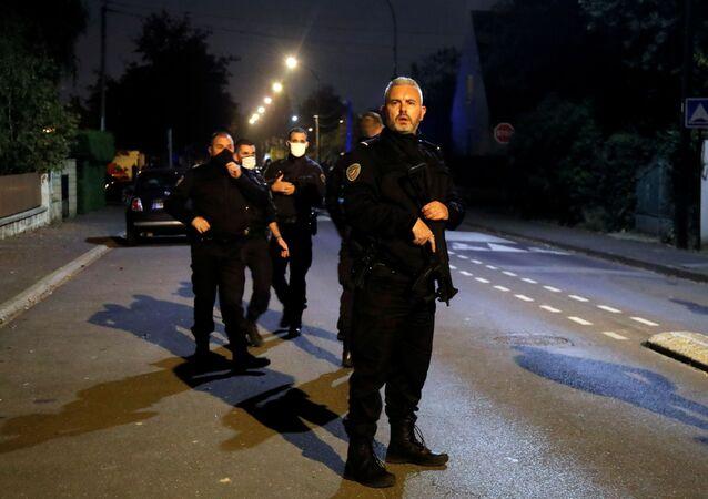 La police sur les lieux de l'attaque à Conflans-Saint-Honorine, le 16 octobre 2020