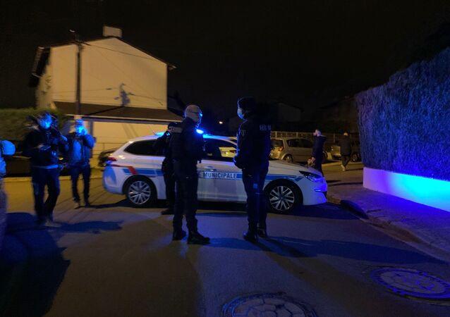 La police sur les lieux de l'attaque à Conflans-Sainte-Honorine, le 16 octobre 2020