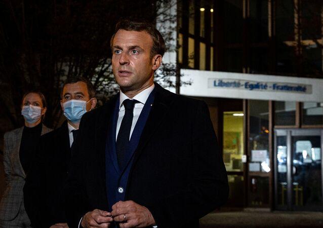 Emmanuel Macron s'est rendu au collège Bois d'Aulne de Conflans-Sainte-Honorine, où enseignait le professeur d'histoire décapité, le 16 octobre 2020